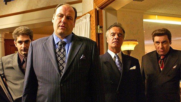 3. Kült bir dizi olarak bayram listesine girebilir: The Sopranos. IMDb puanı: 9.2
