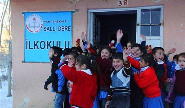 Değişiklikle yıllar boyunca taşımalı eğitime geçileceği söylemiyle kapatılan köy okullarına da kapı aralandı