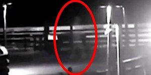 """Паре из Северной Каролины удалось заснять на видео мужчину-призрака, который прогуливался по пирсу во время урагана """"Флоренс"""""""