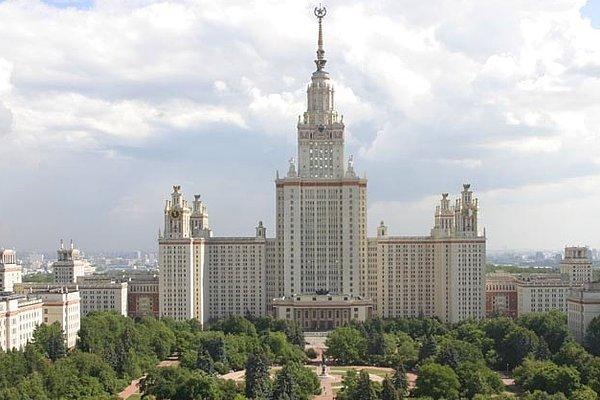 «Семь сестер» Сталина: интересные факты и городские легенды о культовых советских высотках