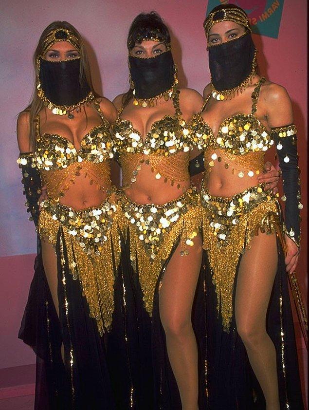 """Tolgahan'ın eşi Fatoş Çingitaş, henüz dans grubu olmamış iki dansçı kadına ulaşıyor. Ancak onlar """"Biz üç kişiyiz"""" deyince, """"Tamam o zaman üç olsun!"""" deniliyor ve grup kuruluyor."""