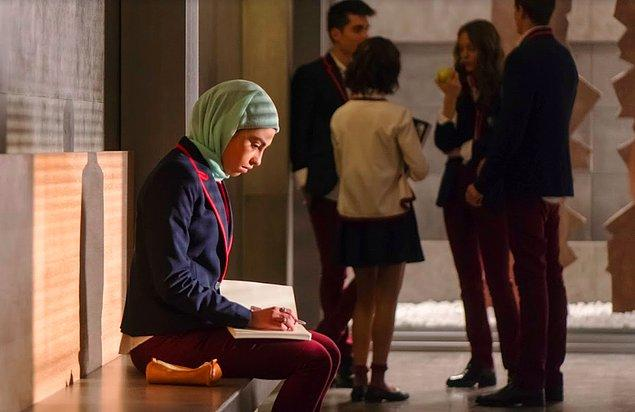Cool duruşu ve güzelliği ile yeni fenomenimiz olmaya aday: Mina El Hammani (Nadia)