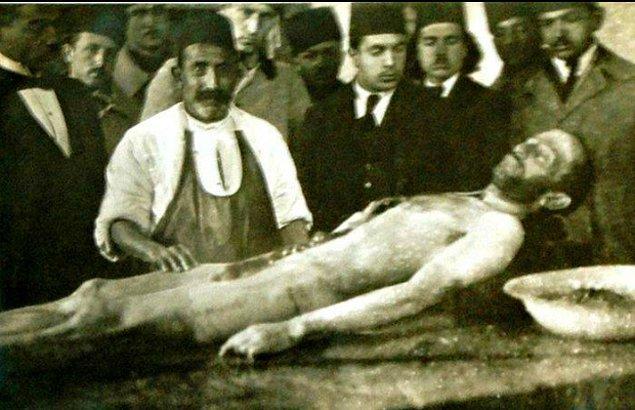 Cansız bedeninin başına gelen korkunç olaylar da işte bu andan itibaren başladı: Kadavra olarak değerlendirildi, karnı yarıldı, testereyle kafası kesildi.