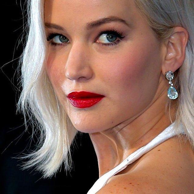 1. Bakışları ve dudaklarıyla altüst ettiren Jennifer Lawrence.