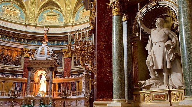 Bazilikanın inşasına 1851'de başlanmış ve tamamlanması tam 50 yıl sürmüş. St. Stephen başlı başına rönesans sanatının muhteşem bir örneği...