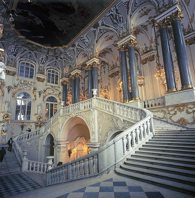 I. Petro tarafından yaptırılan sarayın ihtişamı gerçekten göz alıcı...
