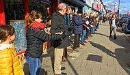Книжный магазин переезжает: жители британского городка выстроились в цепочку, чтобы передать 2000 книг из рук в руки