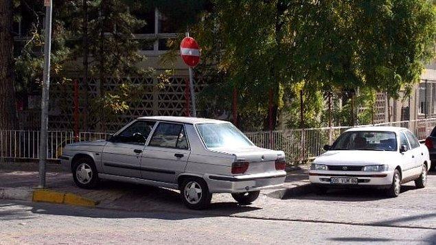 4. Koltuğa oturunca her yere park etme hakkı verildiğini düşünüp kaldırıma park etmek,