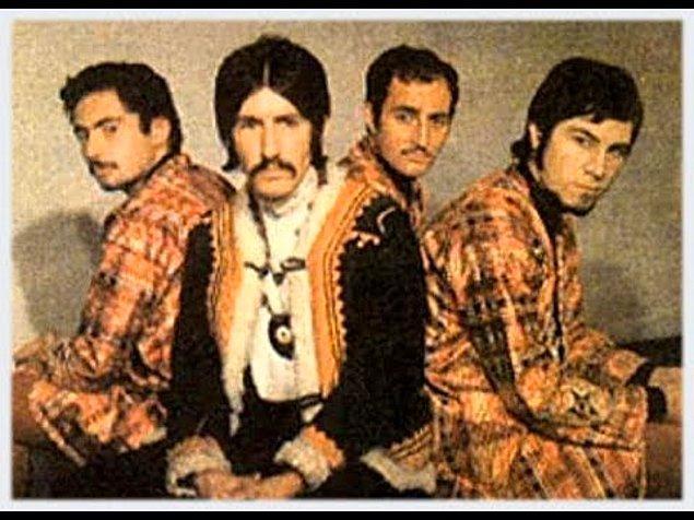 Yaklaşık 8 ay aynı grupta çalışan Fikret Kızılok ve Barış Manço'nun müzikal birlikteliği bazı nedenlerden dolayı bozulmuştu.
