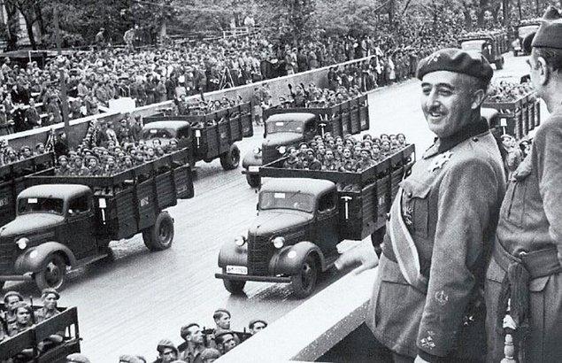 1976 yılında, 37 yıllık diktatörlüğün ardından İspanya'ya demokrasi geldi.