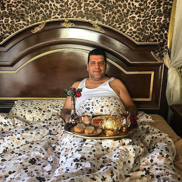 1. Yeliz Yeşilmen'in yatağına götürdüğü kahvaltıyı atletiyle karşılayan kocişkosu