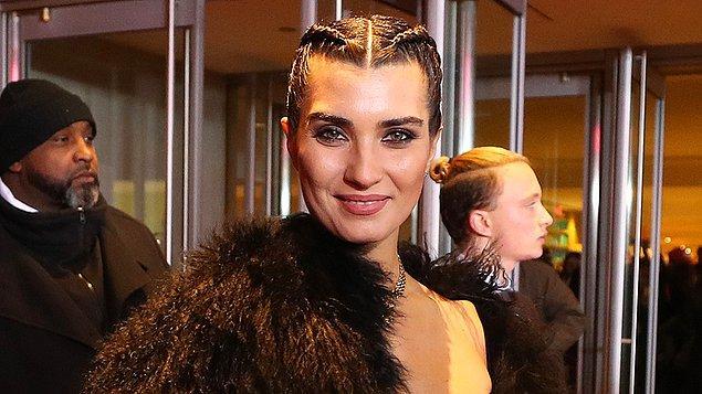En iyi kadın oyuncu kategorisinde de Türkiye'yi Tuba Büyüküstün temsil etmiş ve finale kalmıştı.