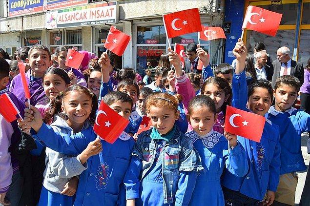 Ülkemizde nüfusun yaklaşık 23 milyonu çocuk: TÜİK'in 2017 raporuna göre Türkiye'nin nüfusunun yüzde 28'ini çocuklar oluşturuyor.