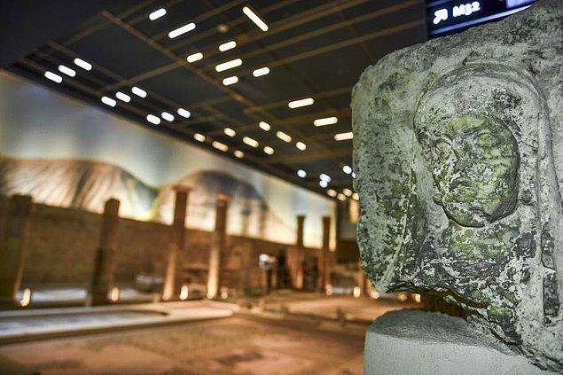Yaklaşık 5,5 yıl süren görüşmeler sonucu bakanlık ve üniversite arasında Zeugma mozaiklerine ait 12 parçanın Türkiye'ye getirilmesine ilişkin protokol imzalandı.
