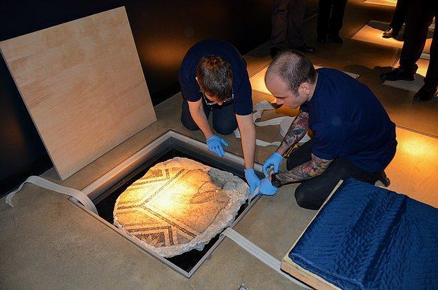 Eserler 26 Kasım'da Türkiye'ye getirilmek üzere Türk yetkililer tarafından törenle teslim alındı.