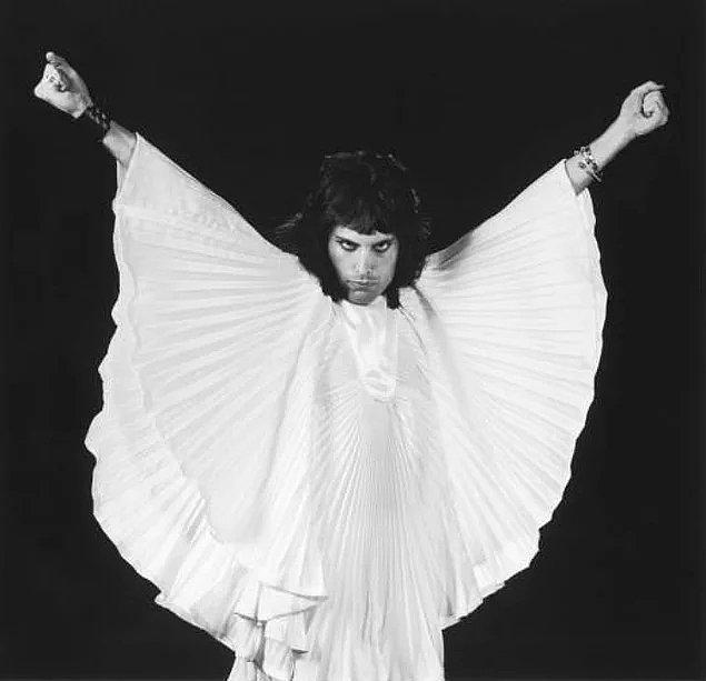 21. Queen'in dünya çapında bir fenomen olacağını ilk günden beri biliyordu ve buna her zaman inandı.