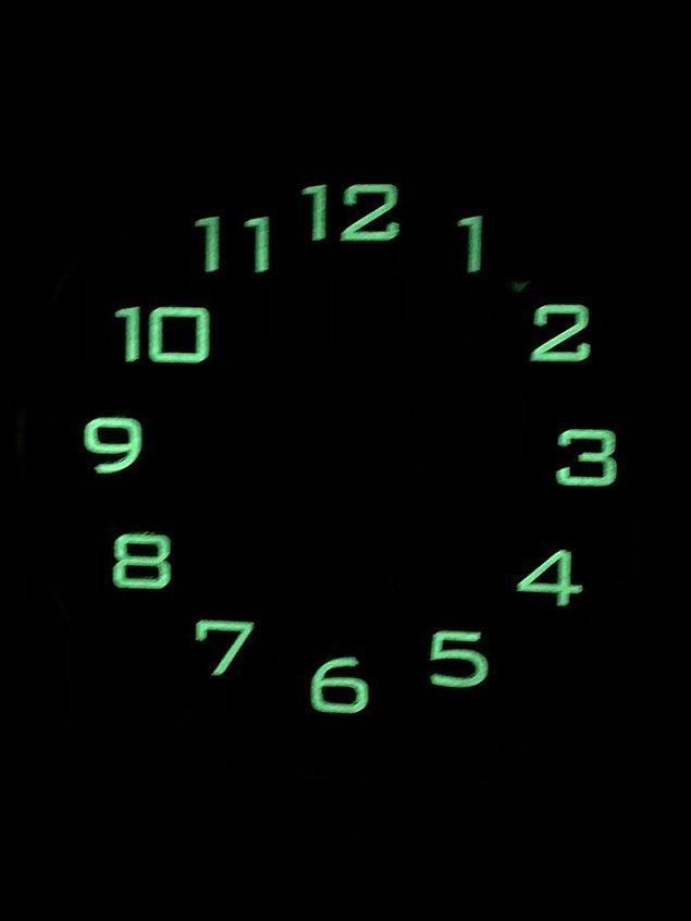 11. Akrep ve yelkovanı parlamayan saat: