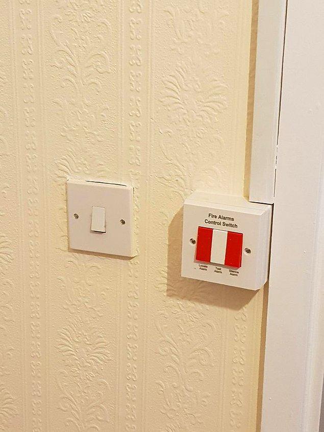 17. Yangın alarmı kontrol düğmesini, banyo lambasının düğmesinin hemen yanına koymak: