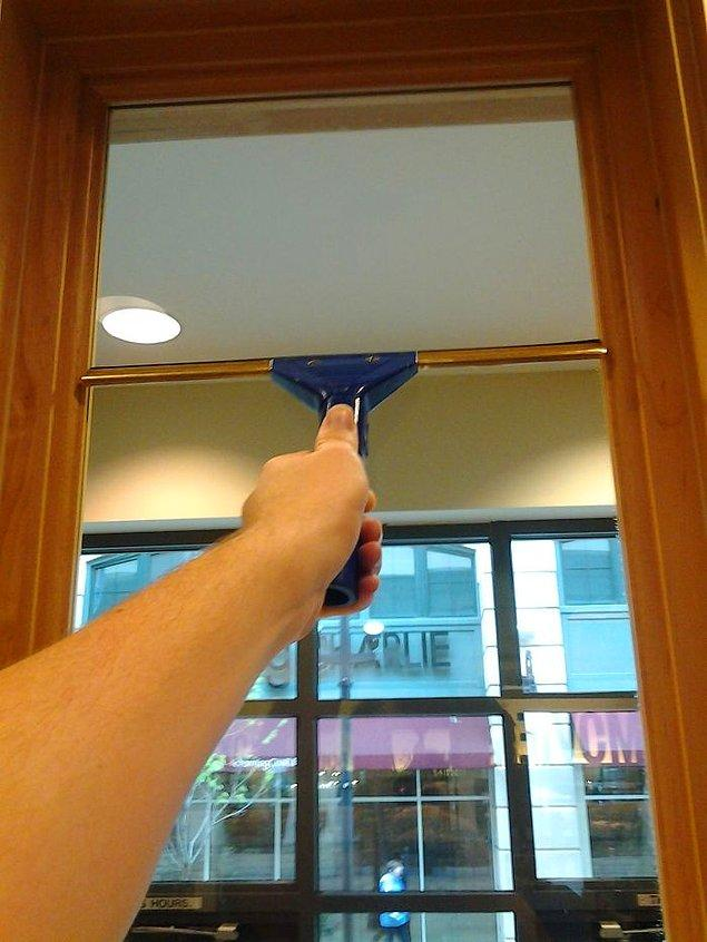 """11. """"Pencere temizleyicisi olarak çalışıyorum ve daha önce bu başıma hiç gelmemişti."""""""