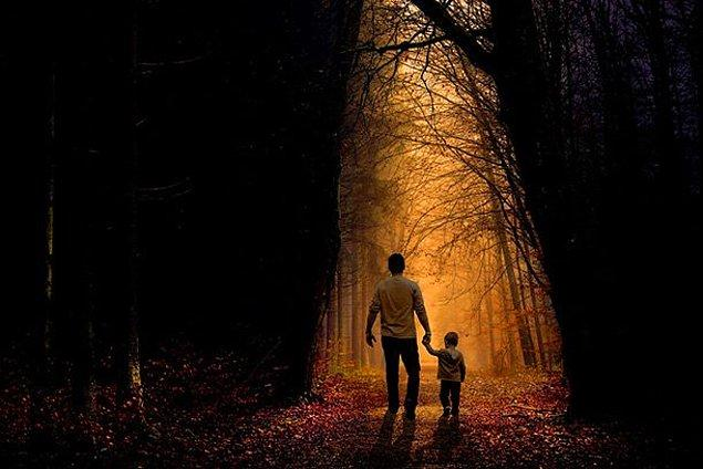 17. Bir gün baba ve 7 yaşındaki oğlu ağaçlık bir alanda yürüyorlarmış ve etraf çok sessizmiş. Çocuk demiş ki, ''Ağaçlar bir kurban istiyor.''