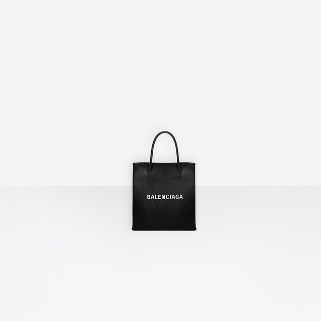 Balenciaga marka bu çanta, 1.125 euro yani 6.700 TL.
