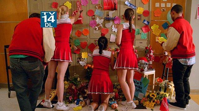 1. ''Glee''nin ''The Quarterback'' bölümündeki tüm sahneler.