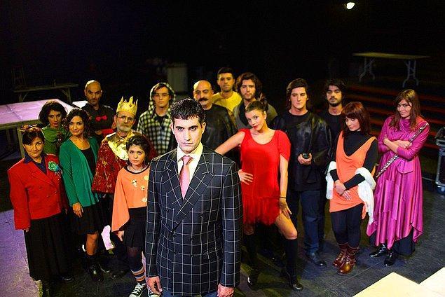 Kararda, Mehmet Ali Alabora ve Osman Kavala'nın Türkiye'ye dönmelerinin ardından 30 Temmuz 2012'de Mi Minör adlı tiyatro oyununun provalarına başladıkları belirtildi.
