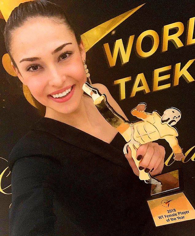 """10. Milli sporcumuz İrem Yaman, Dünya Tekvando Federasyonu (WT) tarafından """"Yılın Kadın Sporcusu"""" ödülüne layık görüldü."""