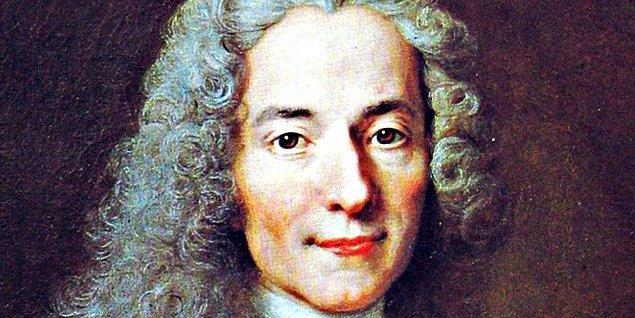 8. Kilise ve din adamlarını eleştirmekten çekinmeyen, hatta bu tavrı yüzünden o cenahtan pek çok düşman edinen Fransız yazar Voltaire ölüm döşeğinde iken bir rahip ondan günah çıkarmasını ve şeytanı lanetlemesini istedi.