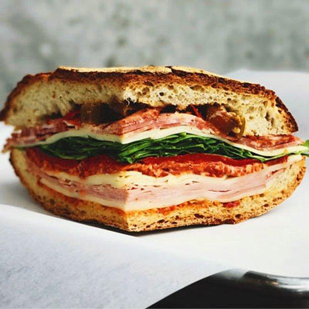 Mozarella ve Sucuklu Sandviç