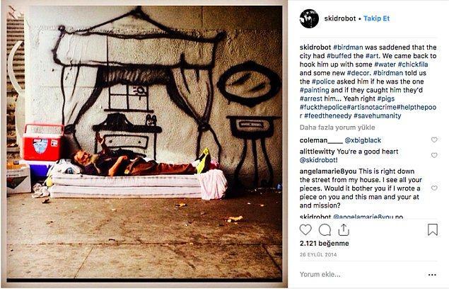 """Ancak fotoğrafın, İstanbul Mecidiyeköy'de köprü altında yatan bir kişiyi ve onun """"evini"""" gösterdiği iddiası doğru değil. Fotoğraf ABD'nin Los Angeles şehrinde yaşayan """"Birdman"""" isimli evsiz bir kişiyi gösteriyor."""