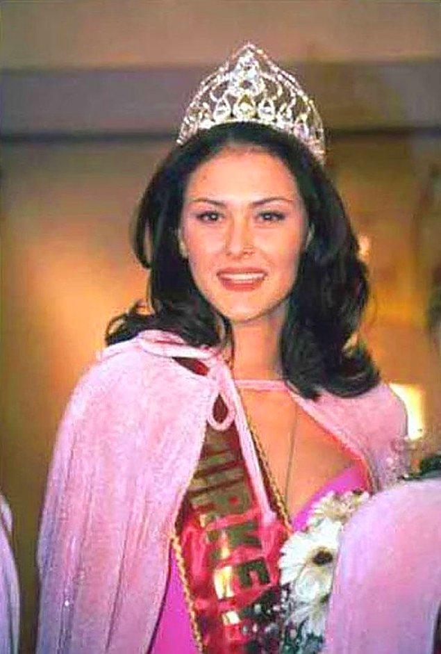 11. Türkiye'nin en güzel kızının seçildiği Miss Turkey yarışmasında Ayşe Hatun Önal birinci oldu.