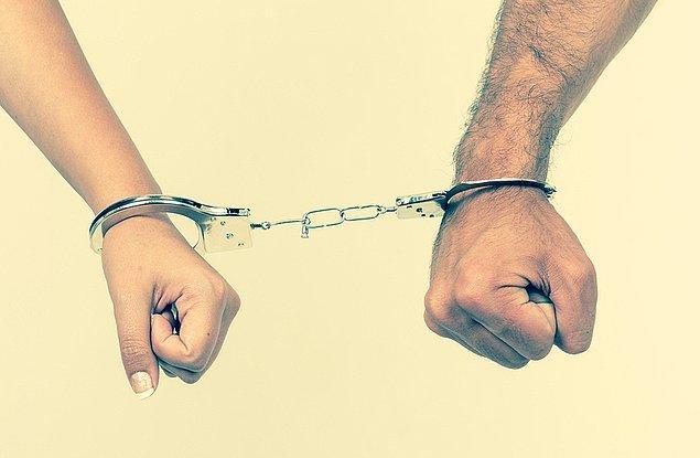 Anne ve baba tutuklandı, iki kardeş ise koruma altına alındı. Fakat konu kapanmadı.