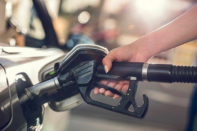 13. Birçok benzin pompasının uç kısmında mıknatıslı bir ayrım noktası vardır. Benzin pompasının deponun ağzında unutulması durumunda sadece uç kısmı kopar ve tehlike önlenmiş bulunur.