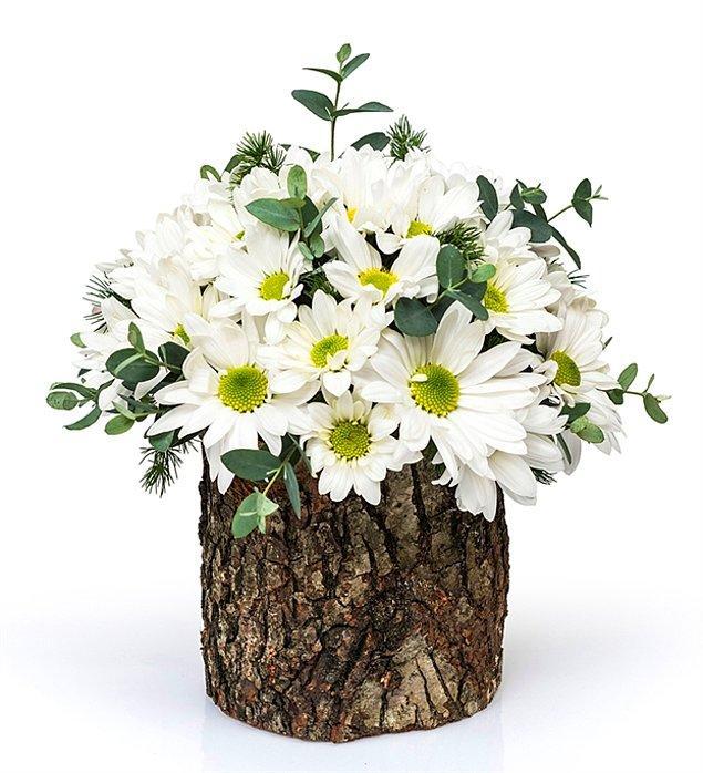 2. Her çiçeğin bir anlamı var; papatya buketi ise saf ve tertemiz sevgiyi ifade ediyor ve her 14 Şubat'ı güzelliklerle dolduruyor.
