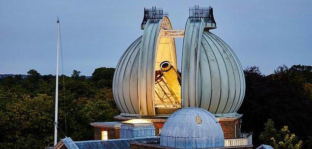 1924: Greenwich Gözlemevi, saat başı sinyallerini yayınlamaya başladı.