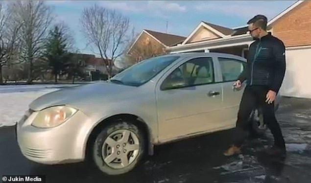 Yeni Zelanda'ya taşındığı için 2. el arabasını elden çıkarmaya çalışan Reid Zandbelt, satmaya çalıştığı arabasına çektiği videoda, aracının özelliklerine vurgu yapıyor. Bunu da ezber bozan bir şekilde yapıyor.