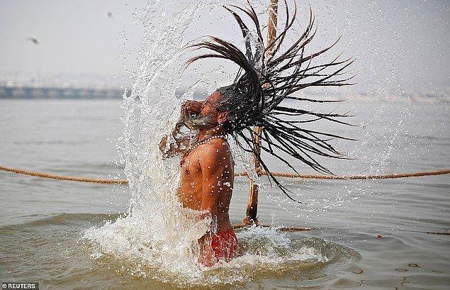 Hinduların kutsal bir nehirde yıkanmasını içeren Kumbh Mela festivali üç yılda bir düzenleniyor ve dört kutsal alan arasında dönüşümlü olarak yapılıyor.