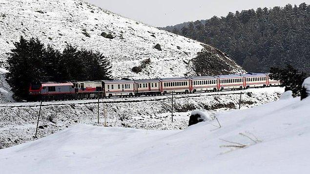 Kamu Denetçiliği Kurumuna gelen şikayet başvurularında, Doğu Ekspresi tren biletlerinin 30 gün öncesinden satışa sunulduğu, ancak biletlerin satış saatlerin verilmediği belirtildi.