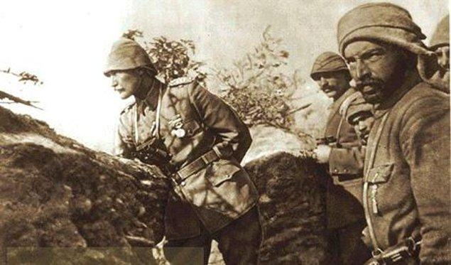 1915: İtilaf devletleri'nin Çanakkale'ye denizden yaptıkları saldırı püskürtüldü.