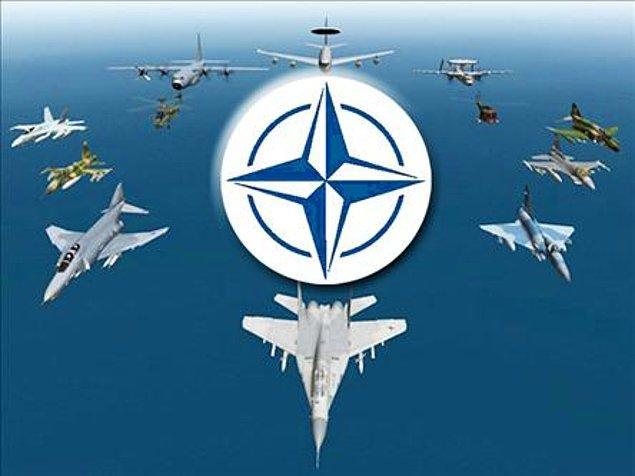 1952: Türkiye, Kuzey Atlantik Antlaşması Teşkilatı'nın (NATO) bir üyesi oldu.