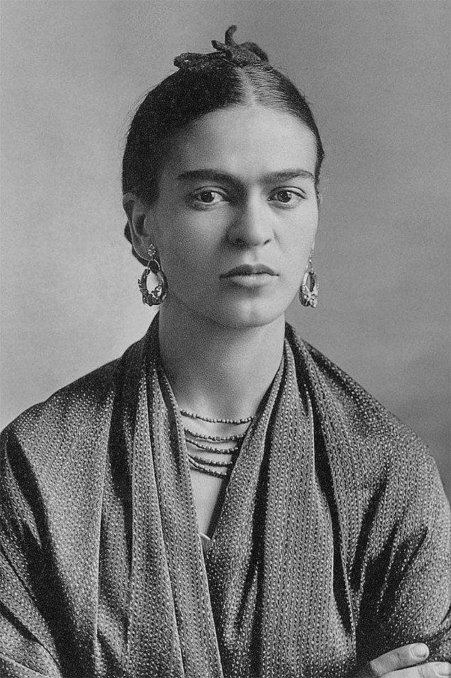 14. Frida Kahlo ve hayvanları