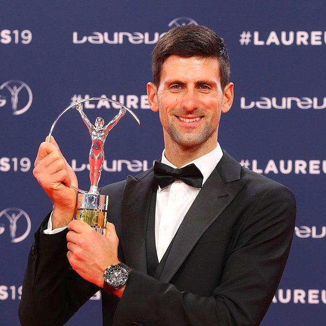 Yılın erkek sporcusu ödülünü, 2012, 2015 ve 2016'dan sonra bir kez daha Sırp tenisçi Novak Djokovic kazandı.