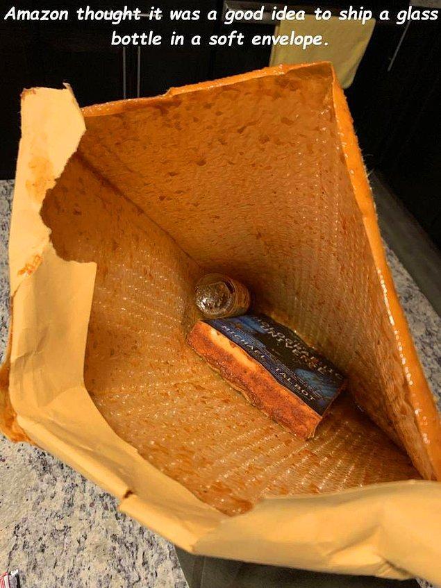 """""""Амазон подумал, что будет хорошей идеей отправить стеклянную бутылку в мягком конверте""""."""