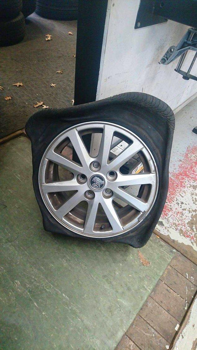 Не уверен, но что-то с этим колесом не так