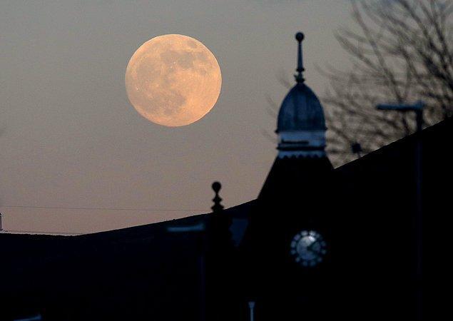 Ay, bu akşam Dünya'ya 356.800 kilometreye kadar yakınlaşacak.