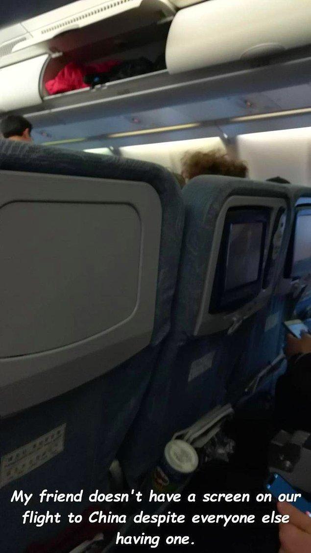 «На перелете в Китай у моего друга не оказалось экрана, в отличие от остальных».
