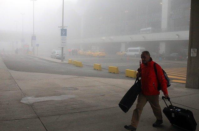 Yoğun sis nedeniyle Atatürk ve Sabiha Gökçen Havalimanları'nda uçak seferleri de aksadı.