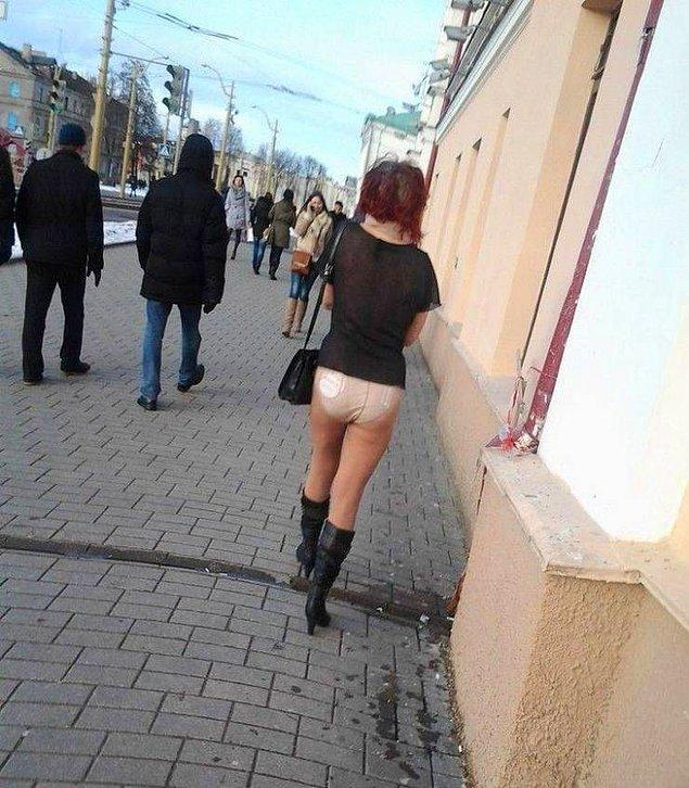 - Юбку надевать? - Да нет, на улице сегодня тепло!