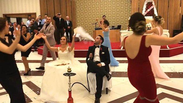 Son yılların nargile trendinin düğünlere de yansıdığını görmüştük.